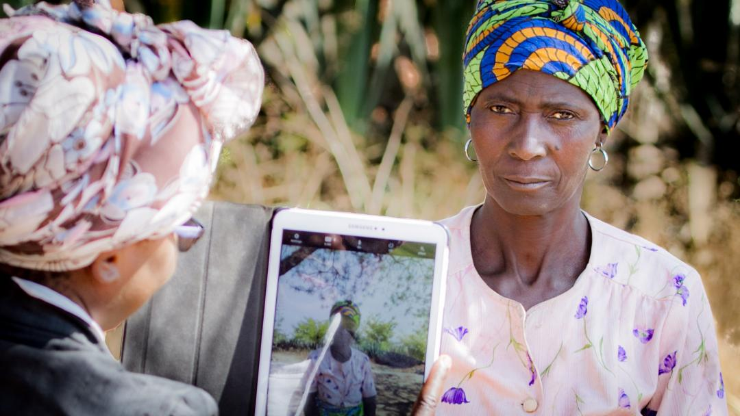 Conducting a farmer registration survey in Malawi Smallholdr Mobile App